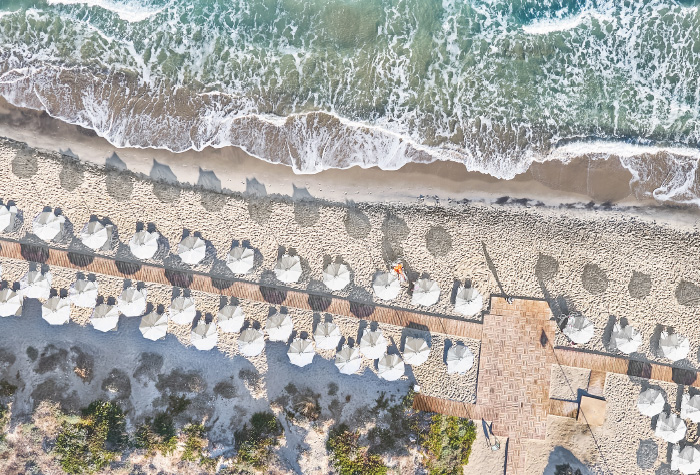 03-the-amazing-beach-in-casa-paradiso-luxury-summer-resort