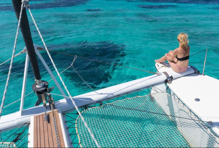 03-casa-paradiso-summer-activities-catamaran-sailing-in-beautiful-greek-waters